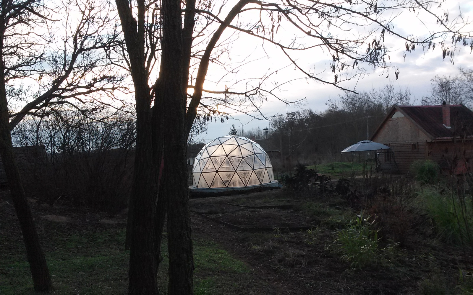 Pollux Dome - A 5m diameter dome designed as a greenhouse for exotic plants.